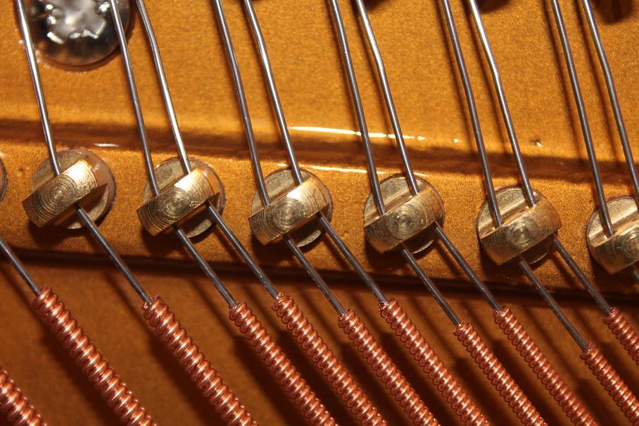 agrafes de cordes de piano