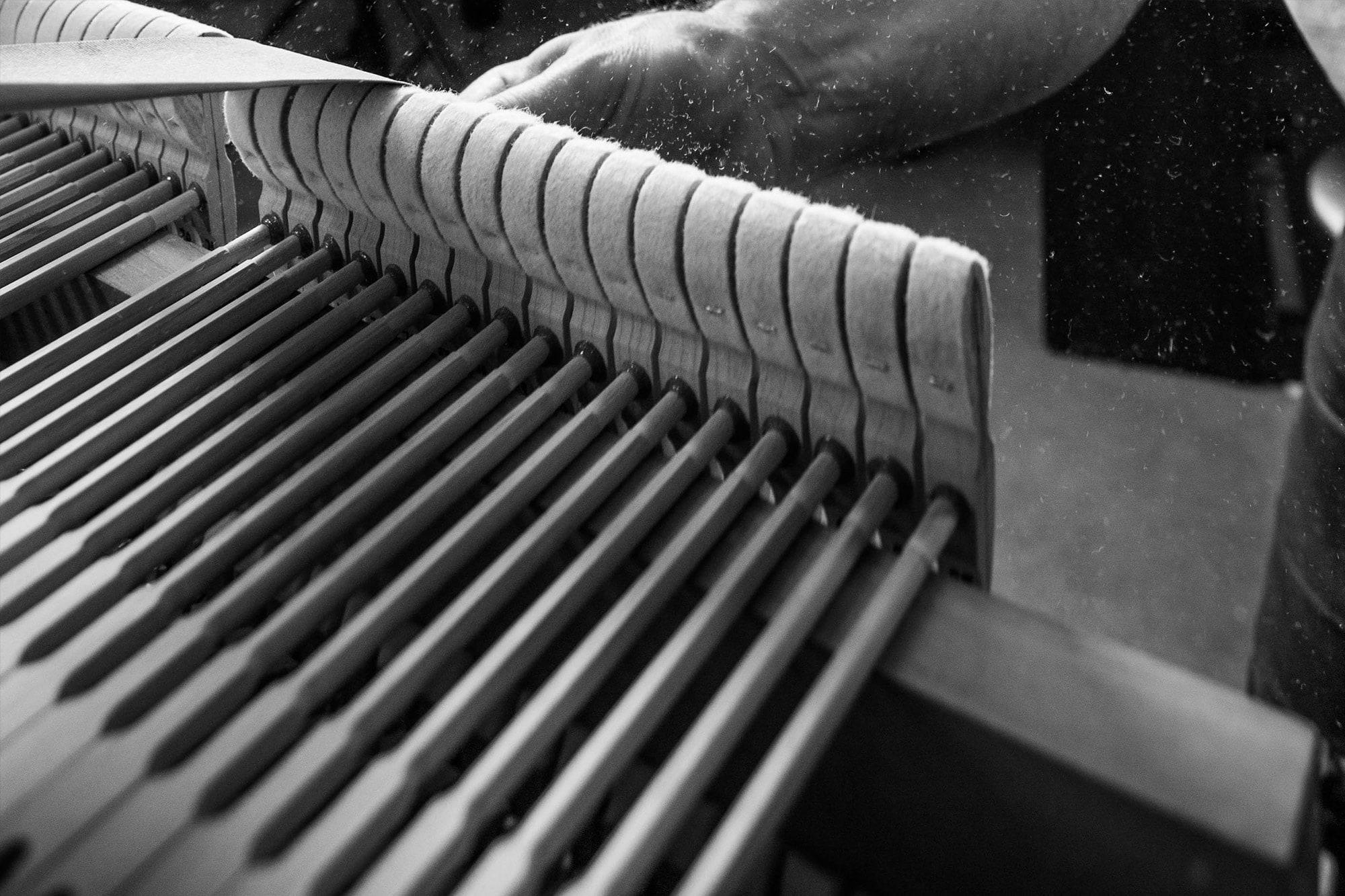 ponçage des marteaux du piano